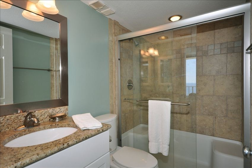 How to showcase the bathroom in your hollywood fl home for for Florida bathroom ideas